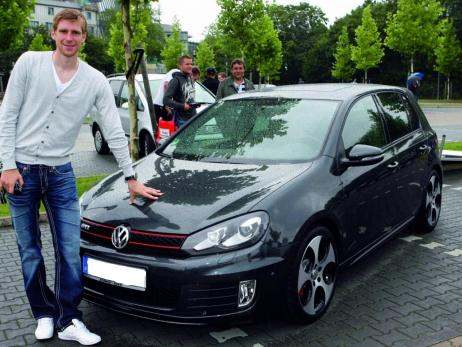 photo of Per Mertesacker Volkswagen Golf - car